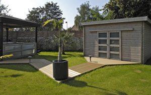 Pose d'une terrasse pour spa beige clair