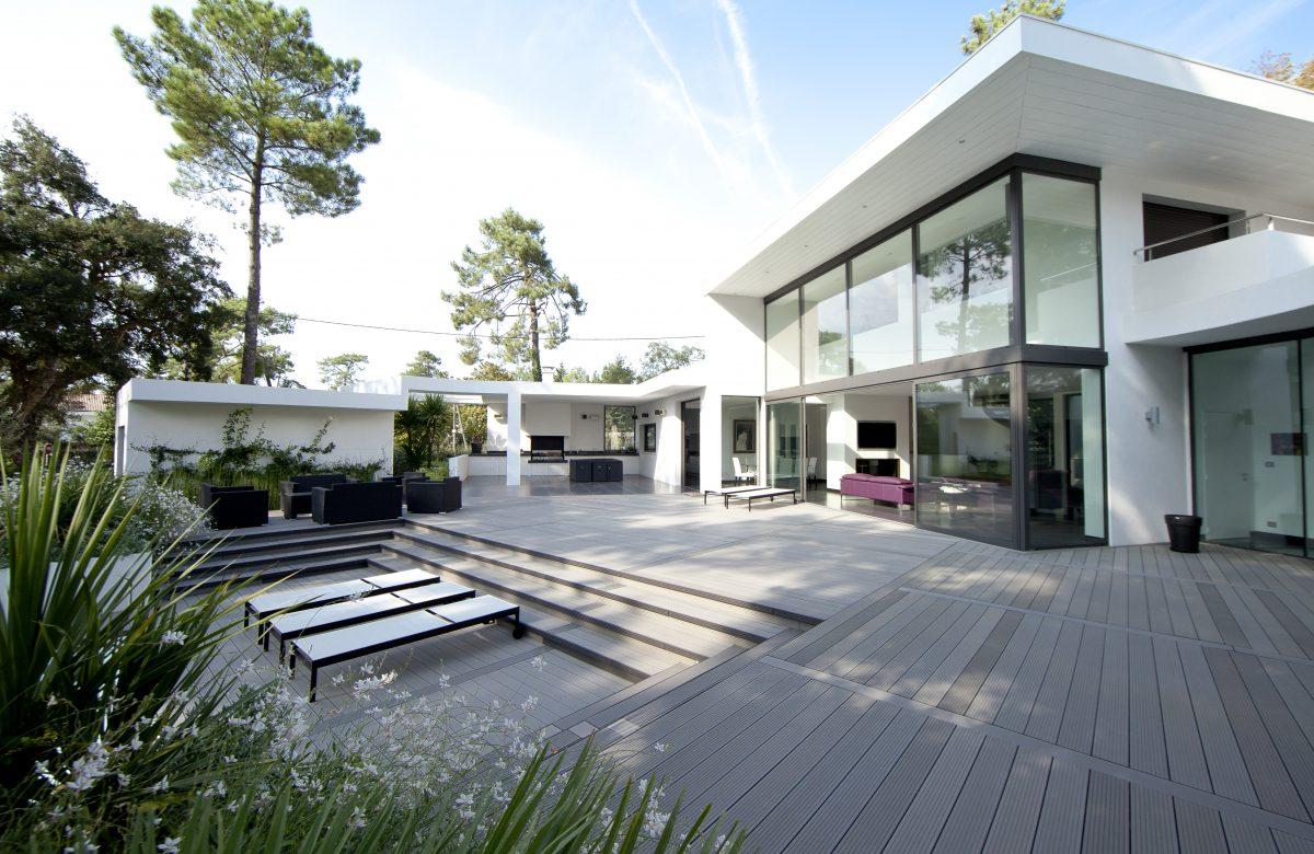 terrasse composite montée sur plots réglalbes