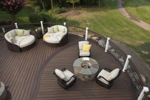 terrasse en lame de bois composite coloris chocolat