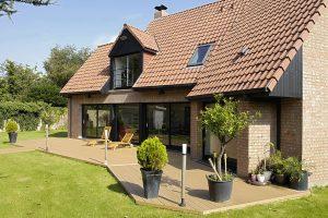 terrasse en lame de terrasse bois composite beige clair