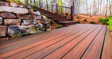 terrasse bois extérieur augmentant la valeur de la maison