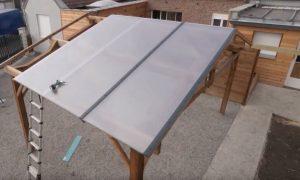 Montage ouverture en polycarbonate alvéolaire pour carport