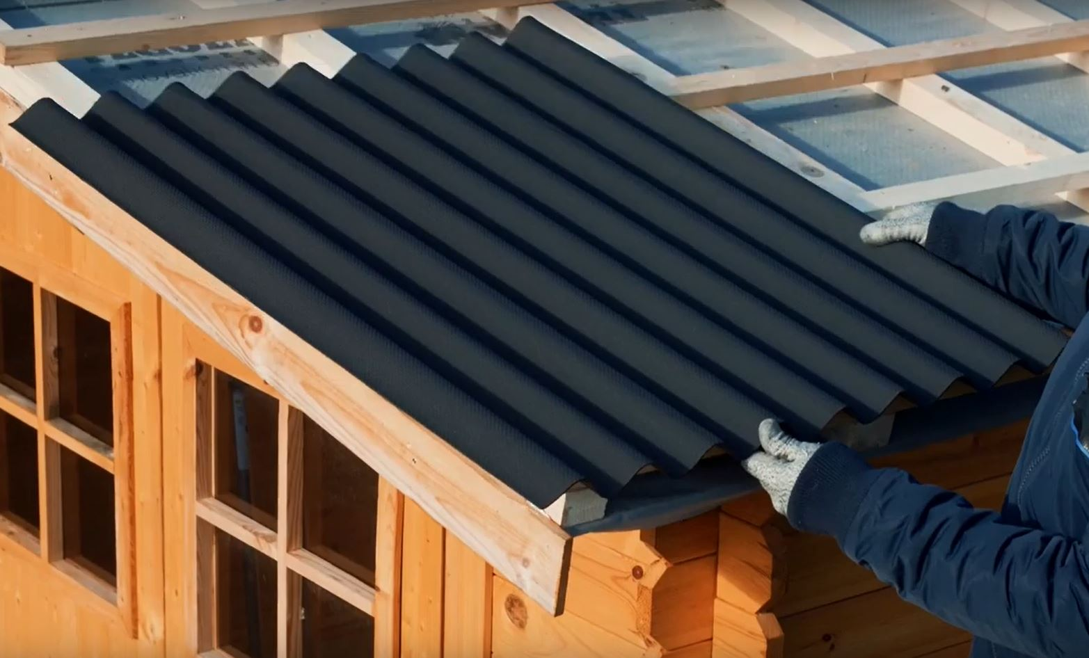 montage-dun-couverture-en-plaques-bitumées-ondulées