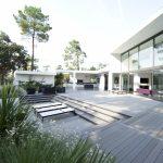 Pose d'une terrasse composite coloris gris carbone